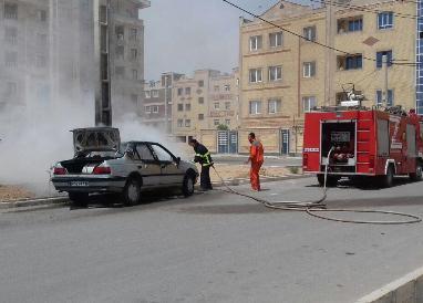 آتش سوزي خودروي سواري مهار شد