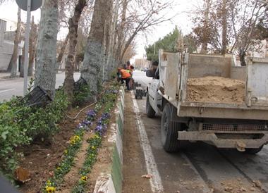 استقبال از بهار در شهر نمونه گردشگري بسطام با كاشت گل